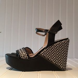 Stuart Weitzman Black & White Wedges sz 7.5
